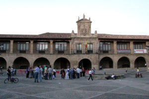 A lot of people in the City Hall of Santo Domingo de la Calzada