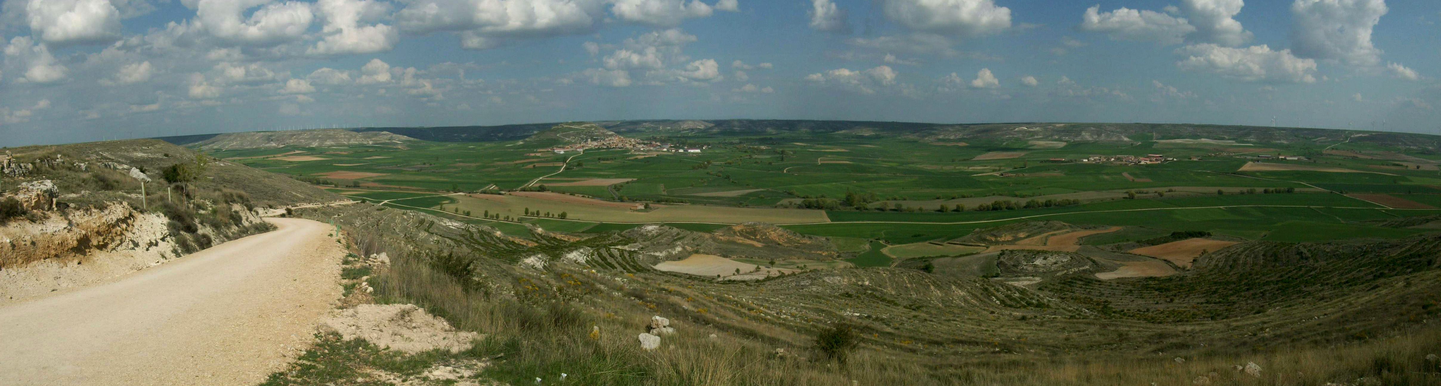 Panoramic view of the green fields from the Mostelares top
