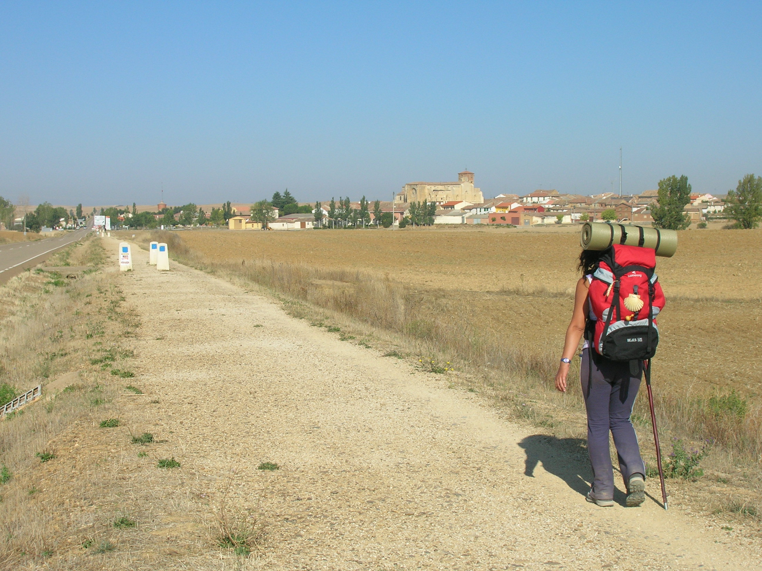 A pilgrim doing the Way, passing through the trail to Villalcázar de Sirga