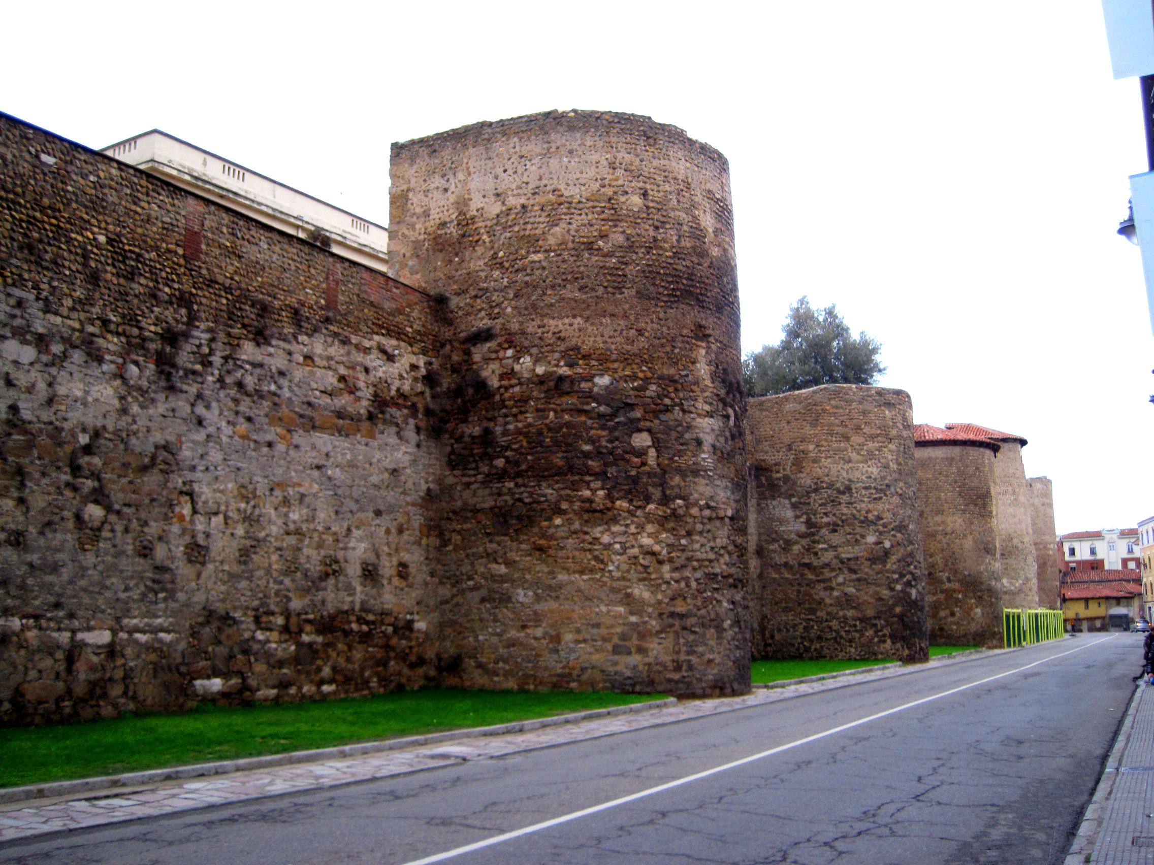 León Walls made of stone