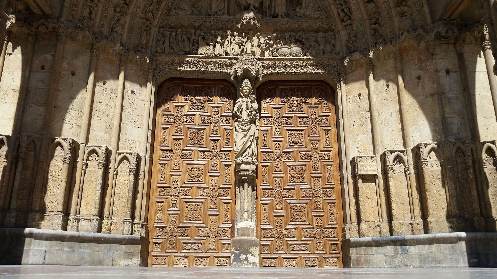 Cathedral of León's western cover in the Saint James Way by bike