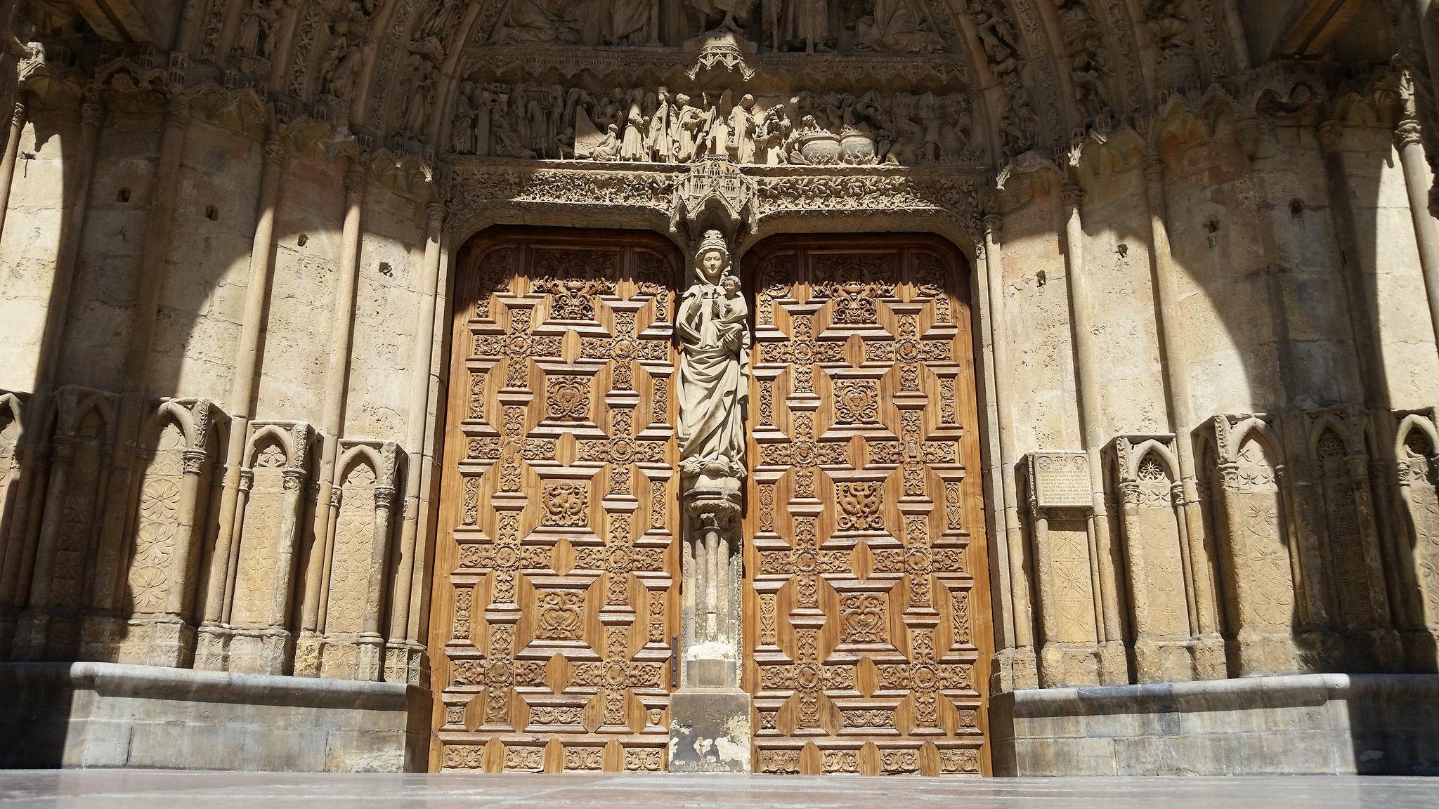 Portada occidental de la Catedral de León (Fotografía cedida por Michel Curi)