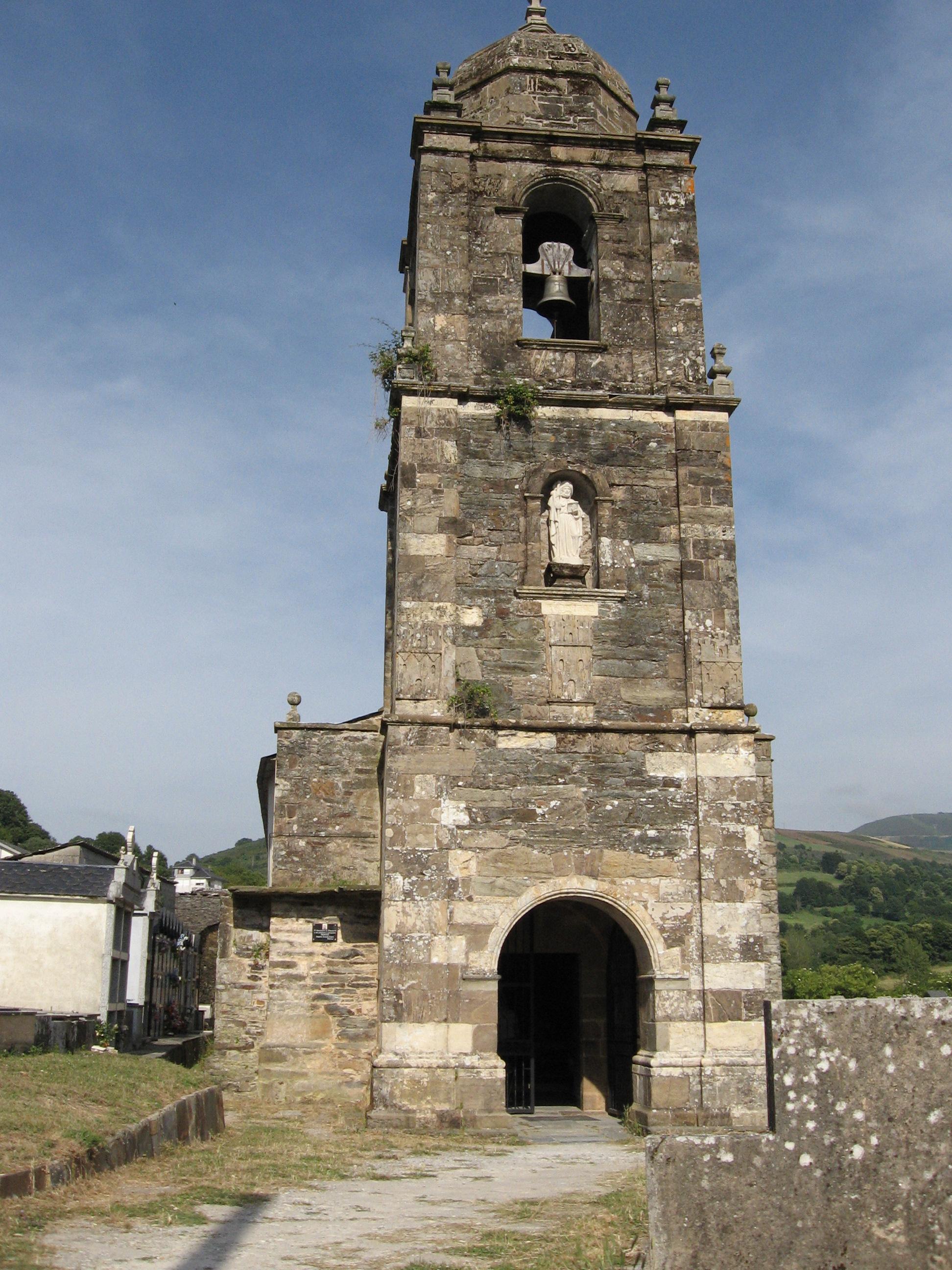 Entrada a la iglesia de Triacastela