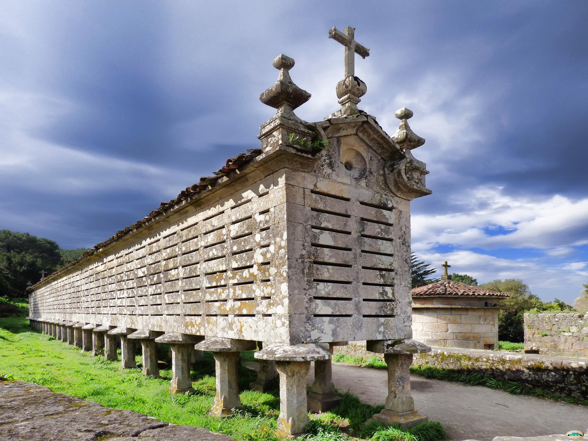 Hórreo de piedra de Carnota, uno de los más largos de Galicia