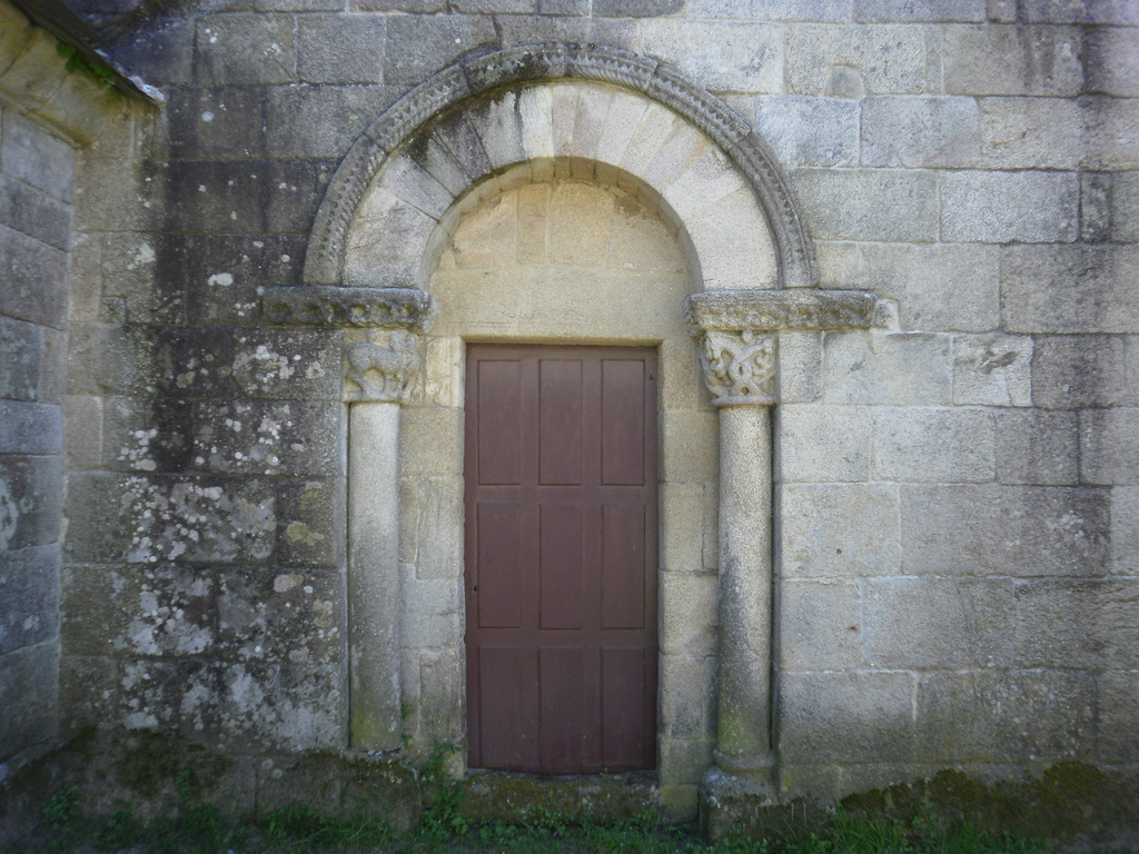 North gate of the church of Santiago de Barbadelo