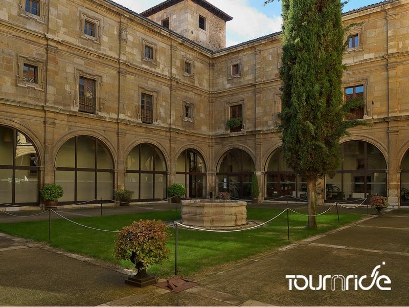 Uno dei monumenti di León, culla del parlamentarismo mondiale, la Collegiata Reale di San Isidoro.